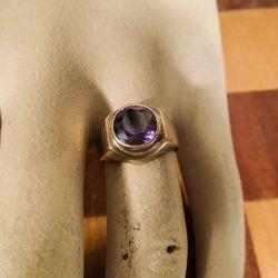 Vintage guld ring i otte karat med lilla sten