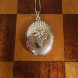Fineste dobbelt-fløjet medaljon i sterling sølv med drueklase