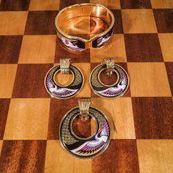 Vintage smykkesæt bestående af armring, vedhæng samt øreclips fra Michaela Frey.
