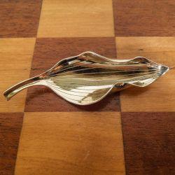 Vintage blad-broche i forgyldt sølv fra Gertrud Engel for A. Michelsen