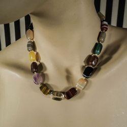Vintage, smukkeste multicolour halskæde med forskellige halvædelsen og agater