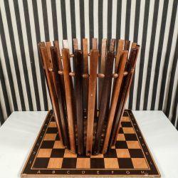 Vintage håndlavet papirskurv i to forskellige nuancer af træ.