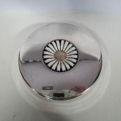 Vintage pudderdåse i sølv fra A. Michelsen prydet med stor emalje marguerit