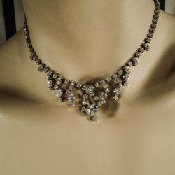 Vintage rhinstens-smykkesæt, fineste halskæde samt øreclips!