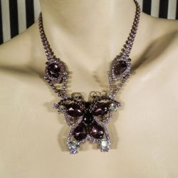 Eventyrligt vintage rhinsten smykkesæt med halskæde og tilhørende øreclips