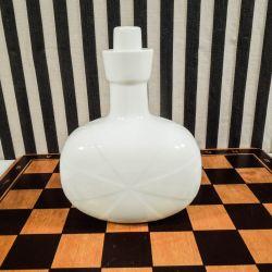 Royal Copenhagen flaske med prop i hvid blanc de chine.