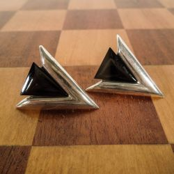 Vintage trekantede ørestikkere fra Pandora i sterling sølv og onyx!