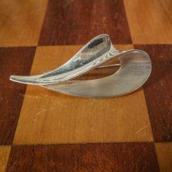 Vintage, kraftig sterling broche i modernistisk design, blankt samt mat sølv, antageligt udført af sølvsmed Bent Eriksson