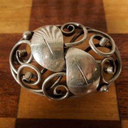 Antik hvælvet skønvirke sølv broche
