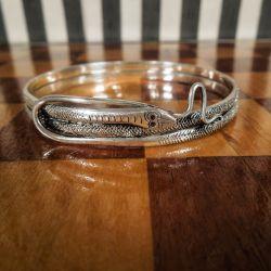 Vintage slange-armring udført i delvist oxyderet sterling sølv.
