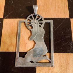 Vidunderligt vintage vedhæng i sølv af knælende kvinde i solopgang!