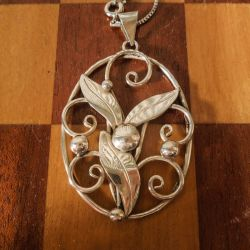 Antik skønvirke vedhæng i halskæde af sterling sølv