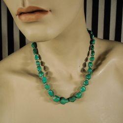 Vintage halskæde med helt grønne og blanke turkiser
