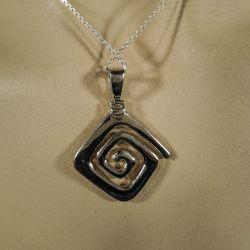 Vintage halskæde i sterling sølv med dobbeltsidet vedhæng!