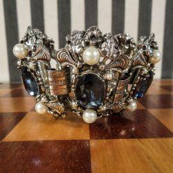 Vintage luksus bijouteri. Galla armbånd med blå sten og fauxperler