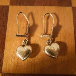 Vintage guldørestikkere med hjerte vedhæng i fjorten karat guld.