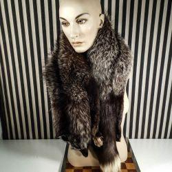 Vintage pels-stola af hel polarræv i smuk mørkebrune nuancer.