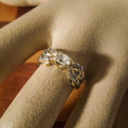 Vintage fjorten karat sløjfe-ring fyldt med klare zirkoner!