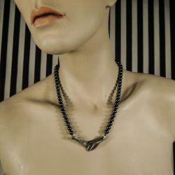 Vintage halskæde med perler af blodsten samt vedhæng og lås af sterling sølv!