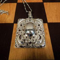 Antik halskæde i sølv med det fineste filigran vedhæng.