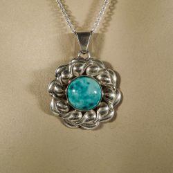 Vintage sølvhalskæde med blomstervedhæng i sølv og porcelæn.
